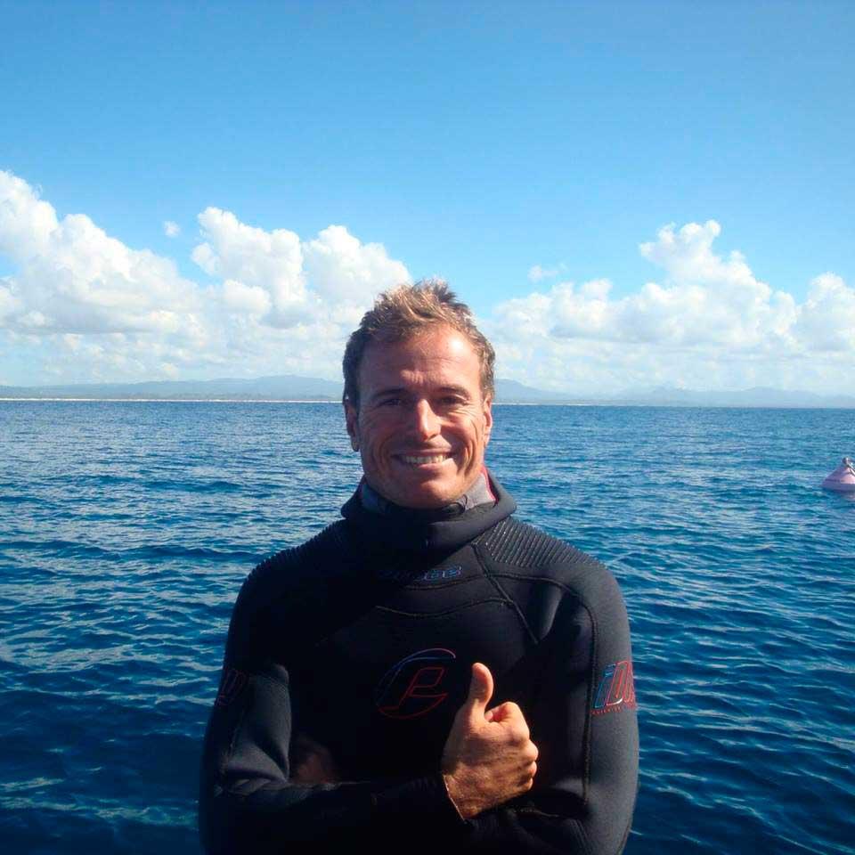 buceo con tiburones en byron bay