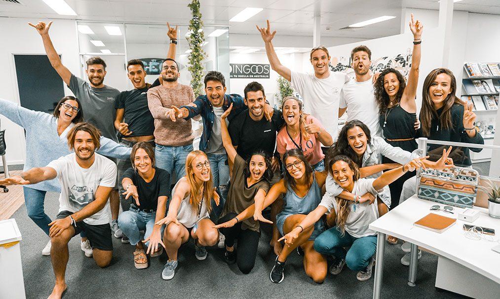 Equipo Dingoos con estudiantes en Australia