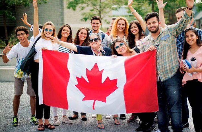 estudiantes en un college en canada